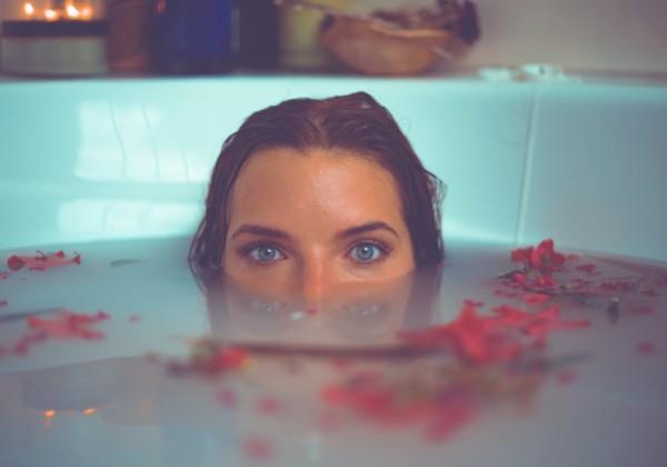 2020年版・おうち時間を楽しく!お風呂で使えるおすすめ天然アロマ8選