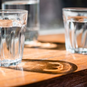 【美容&健康促進に】自宅エクササイズの水分補給におすすめ!ブランド水7選